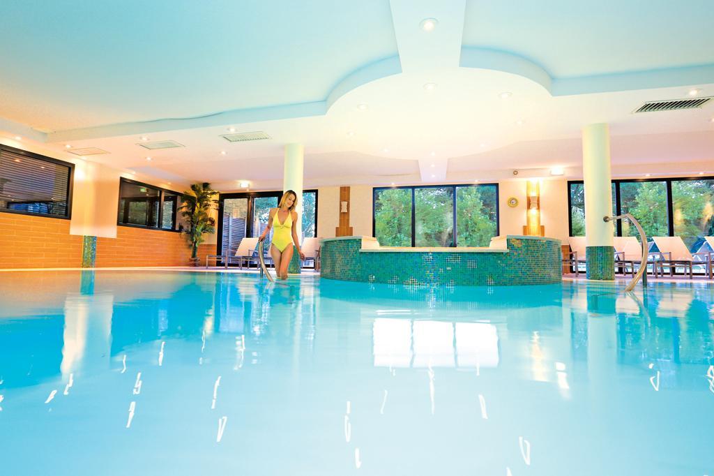 Hôtel La Villa du Lac 3*, vacances Auvergne-Rhône-Alpes Divonne-les-Bains 1